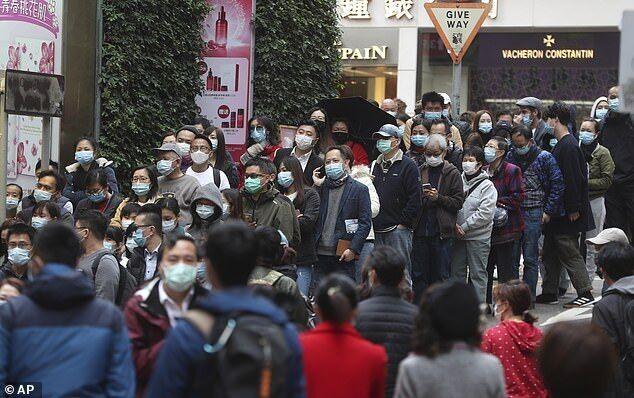 Черга за масками в Гонконзі