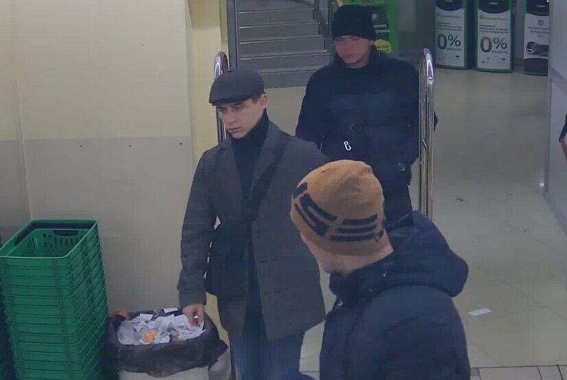 Олег Акимов (в центре)