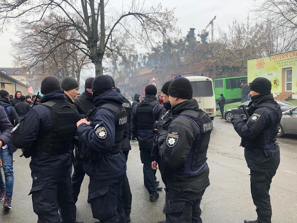 Поліція влаштувала облаву біля мечеті