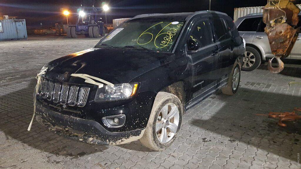 Одеські митники виявили два авто з США з боєприпасами