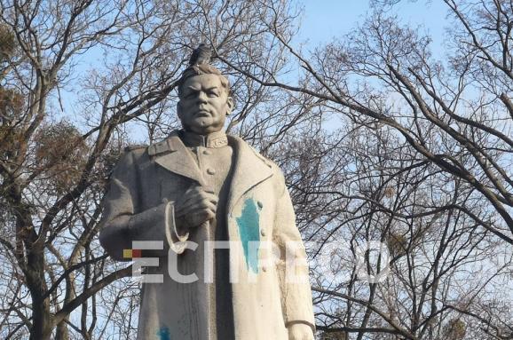 У Києві поглумилися з пам'ятника Ватутіну