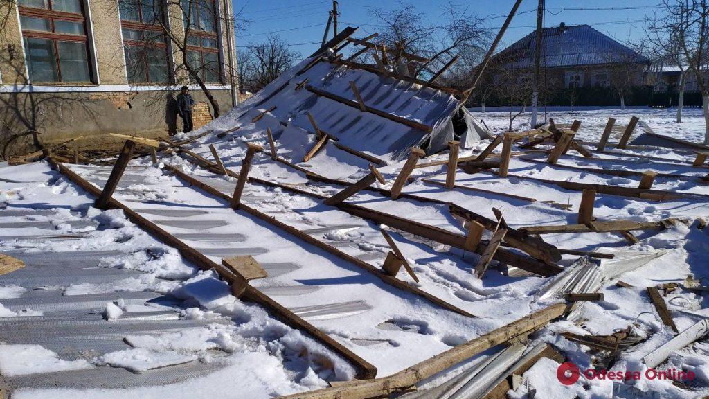 На півдні Одещини сильний вітер зірвав дахи двох шкіл