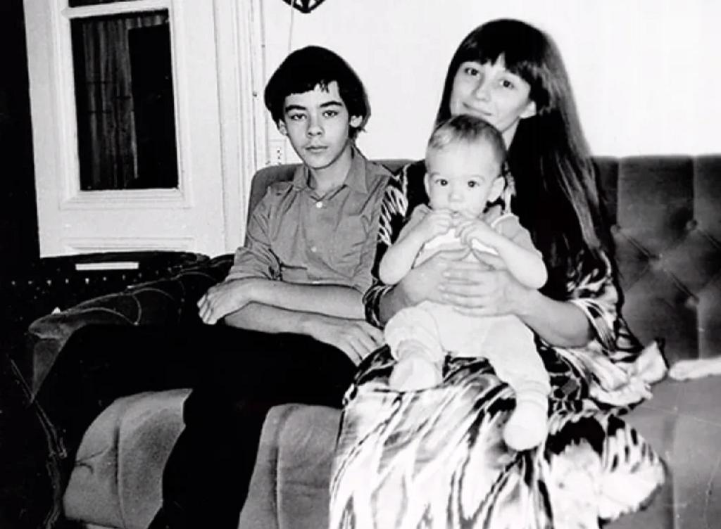 Наталья Варлей с детьми