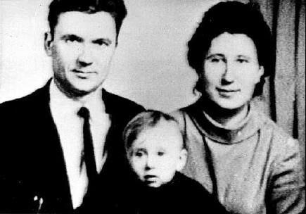 Андрій Чикатило з сім'єю