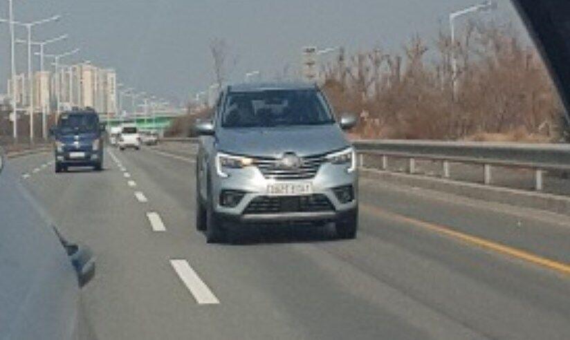 Злегка перелицьований кросовер Renault Arkana побачили на дорозі