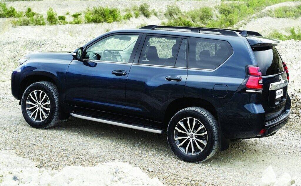 Фанати в подробицях вивчили дизайн Toyota Prado. Невже УАЗ зробить те ж саме?