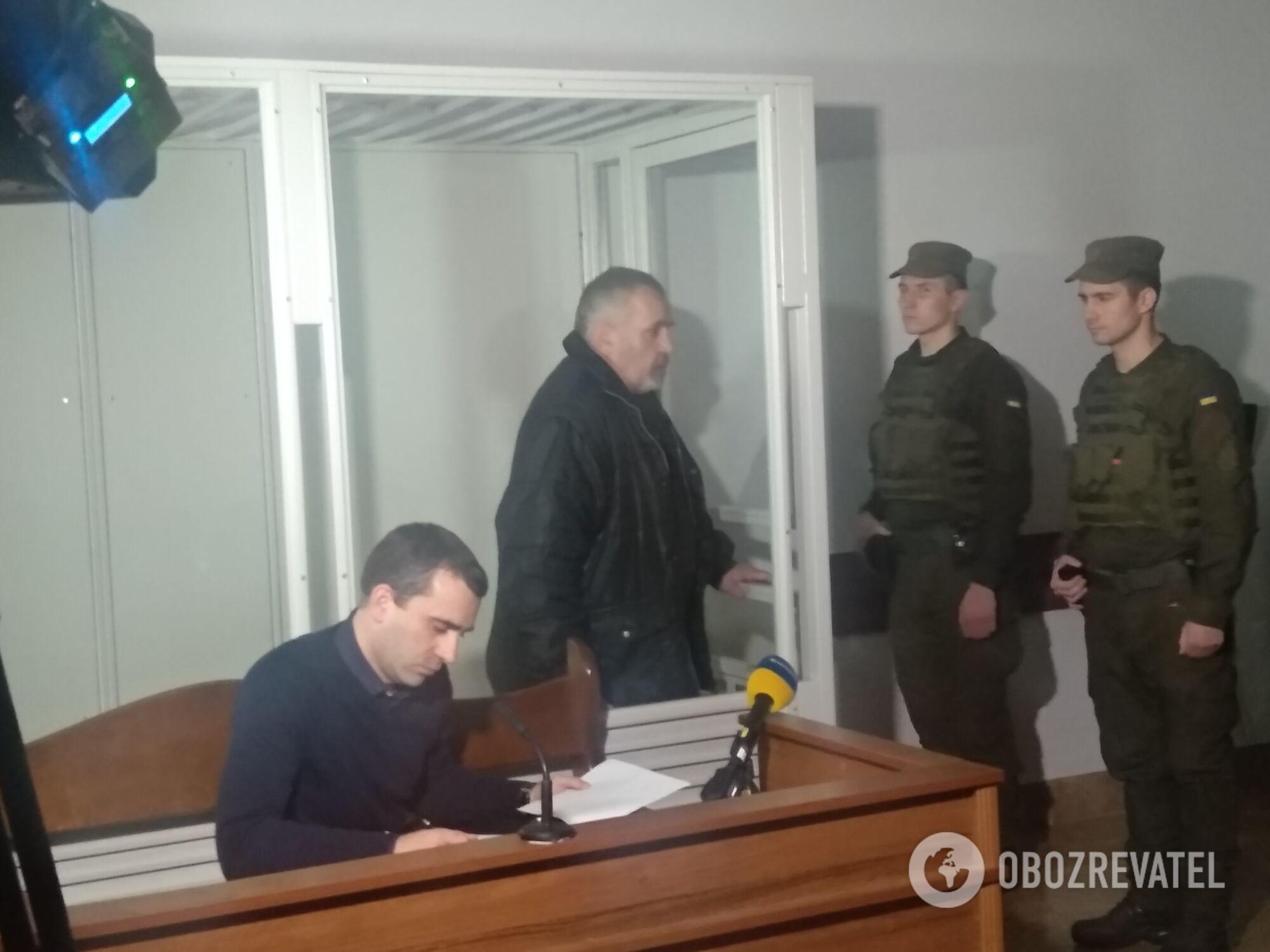 Юрій Россошанський (у центрі) під час засідання 11 лютого