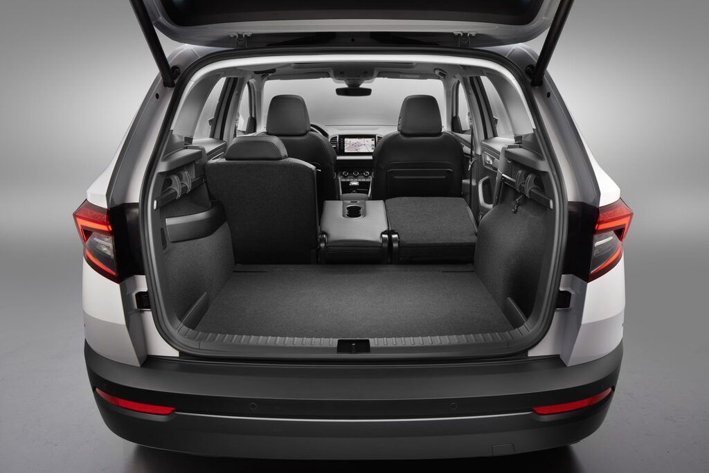 Karoq имеет рекордный для своего класса багажник объем которого варьируется в диапазоне от 521 до 1810 л