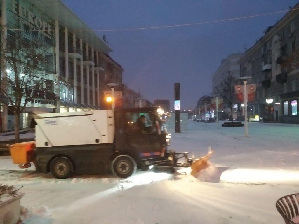 На Дніпропетровщину обрушилася негода: яка ситуація на дорогах