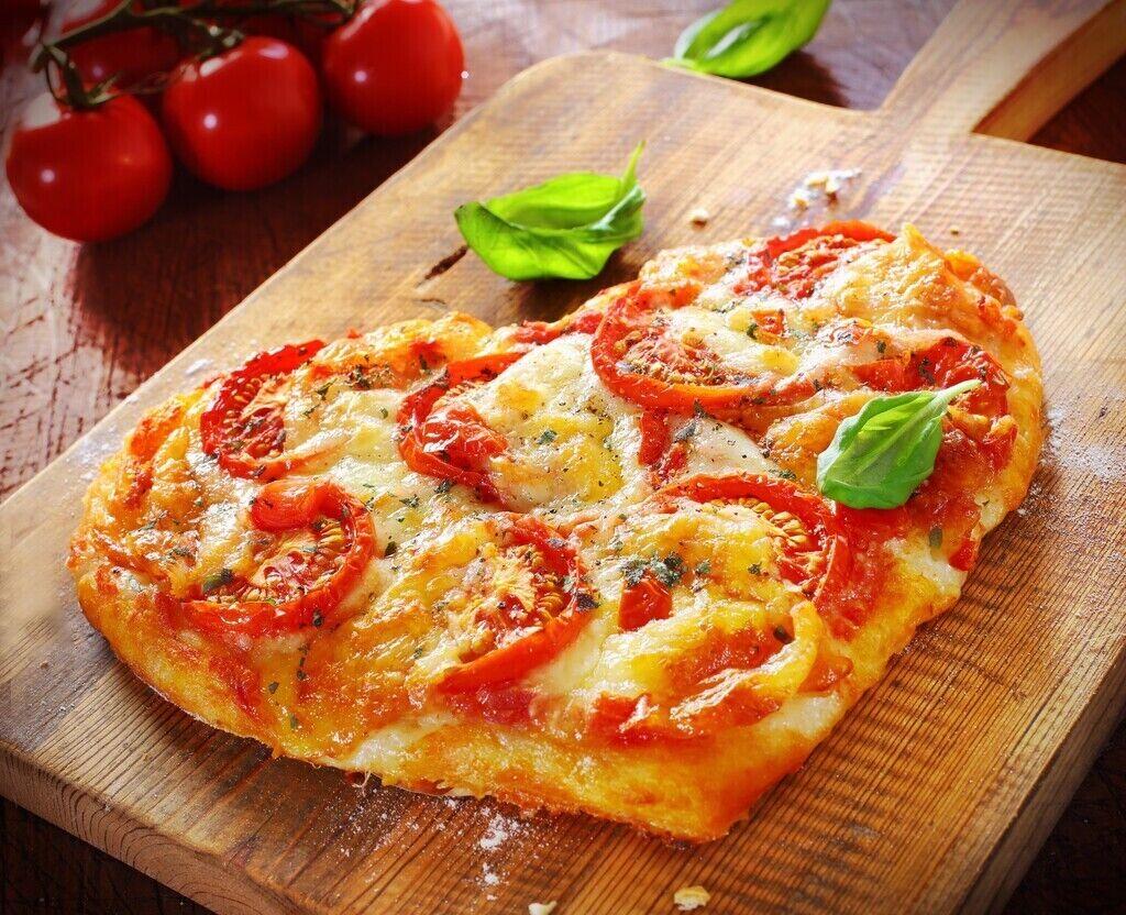 Пицца в форме сердца на 14 февраля