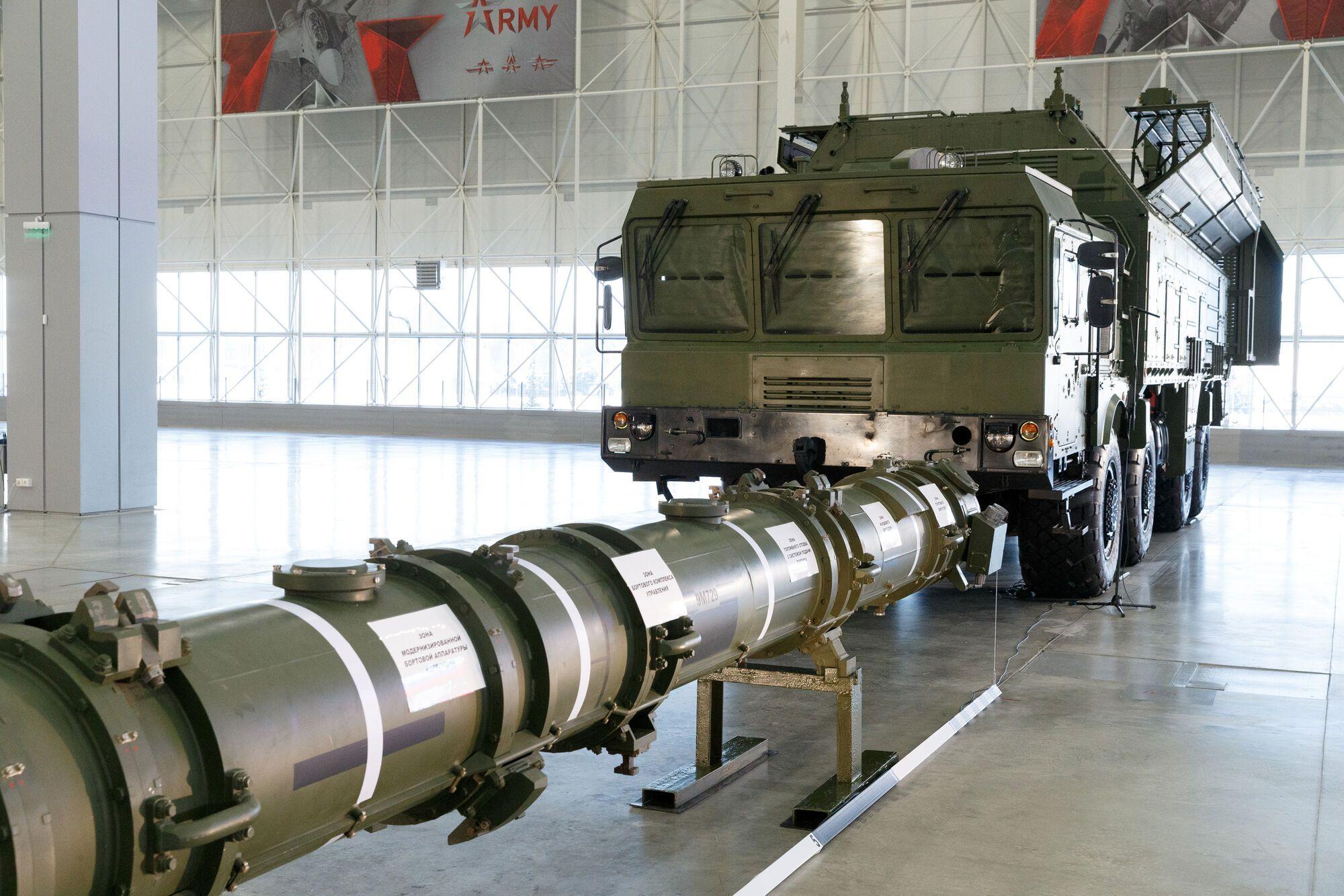 Самохідна пускова установка ракет 9М729