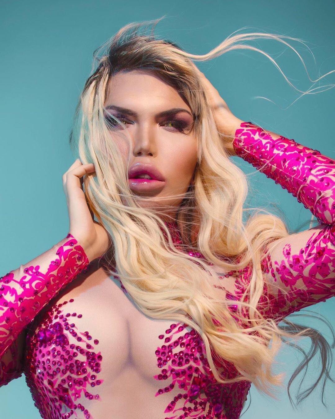"""""""Живий Кен"""" перетворився на жінку й показав величезні груди: відверті фото"""