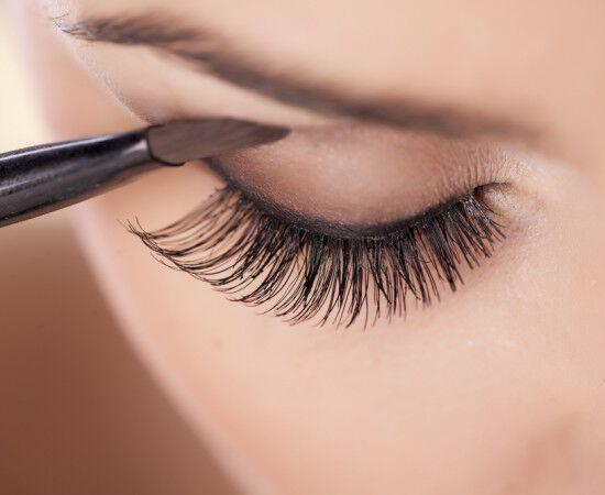 Шкідливі речовини з косметики шкодять не тільки шкірі