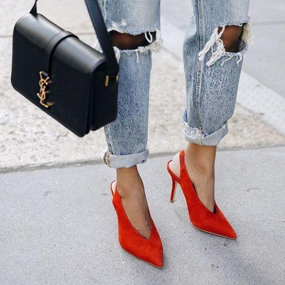 Туфли с треугольным вырезом