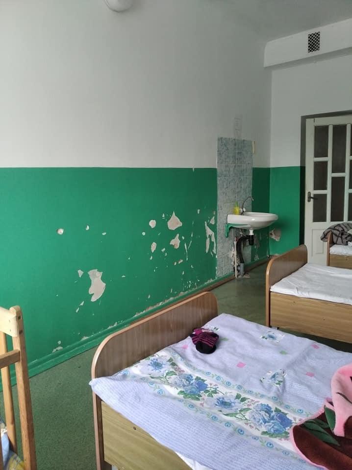 Палата дитячого відділення Житомирської районної лікарні