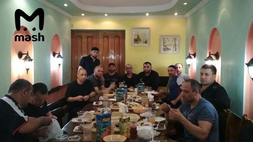 Заур Дадаєв: спливли фото застілля в колонії з вбивцею Нємцова