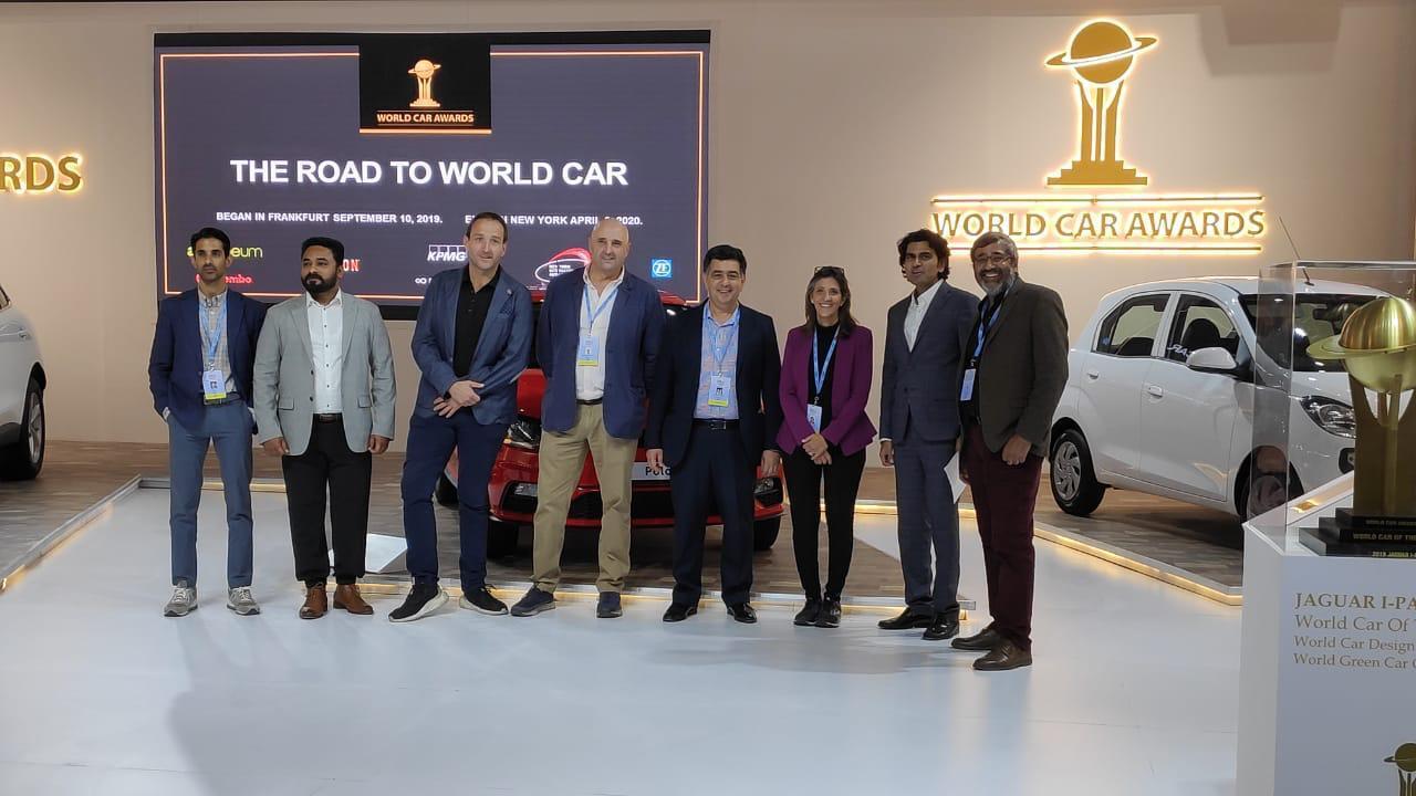 Члены жюри конкурса WCOTY 2020 на выставке в Дели