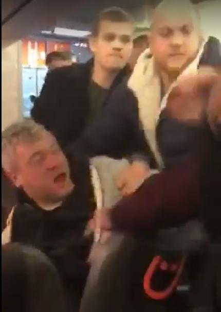 Мужчину отлупили в самолете Львов – Киев