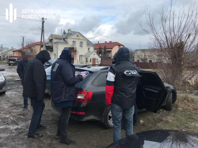 У Львові правоохоронці попалися на збуті наркотиків