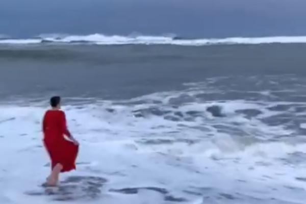 Надія Савченко викупалася в океані