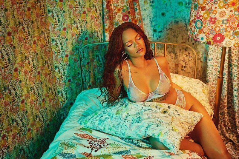 Сексуальна Ріанна показала фігуру в білизні: яскраве фото