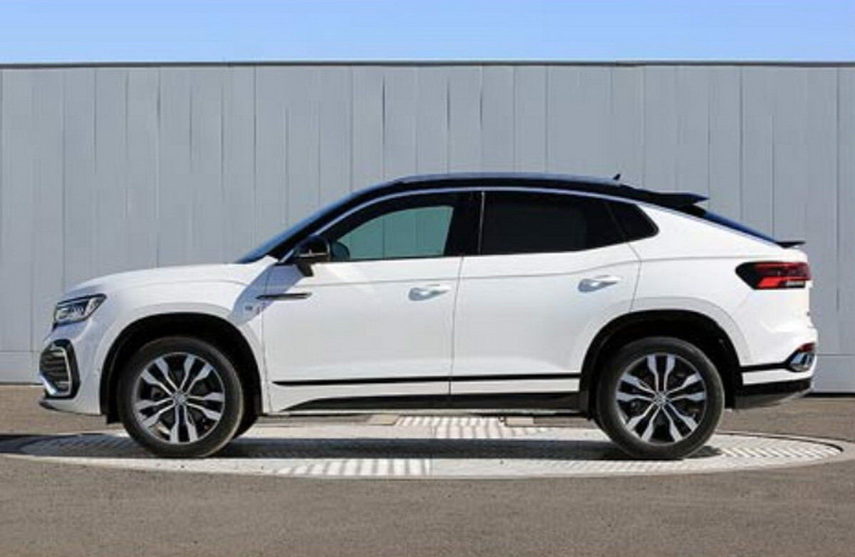 В профиль Volkswagen Tayron X напоминает другие купе-кроссоверы