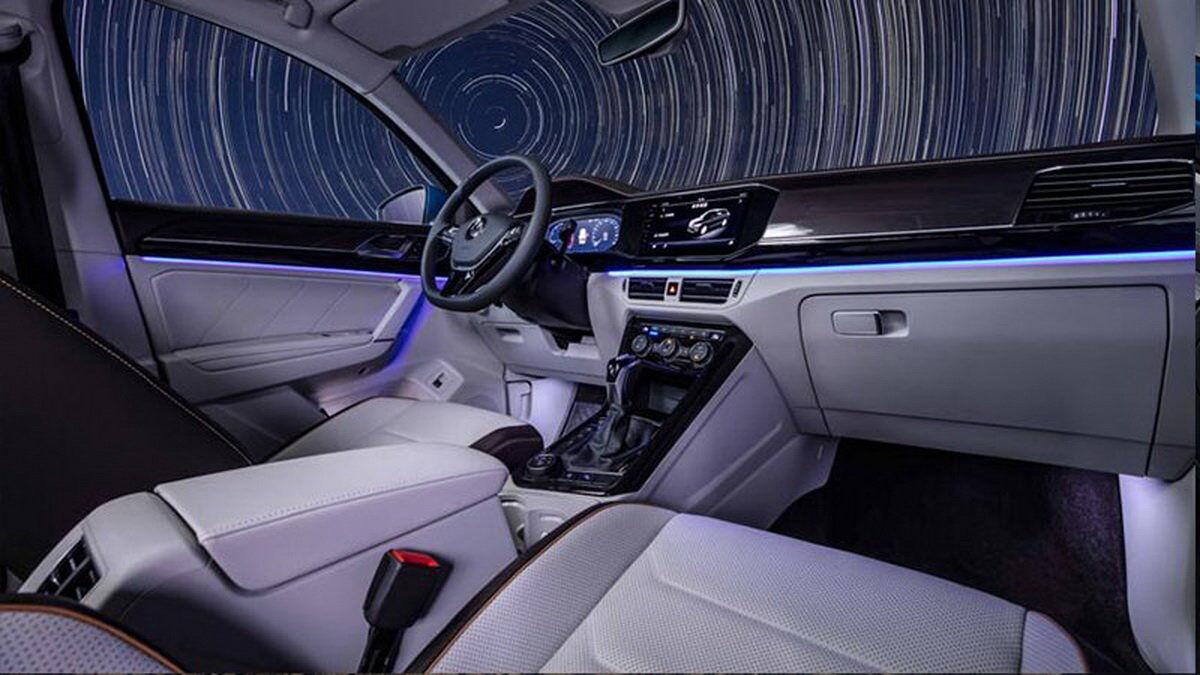 Салон VW Tayron X витриманий в строгому корпоративному стилі