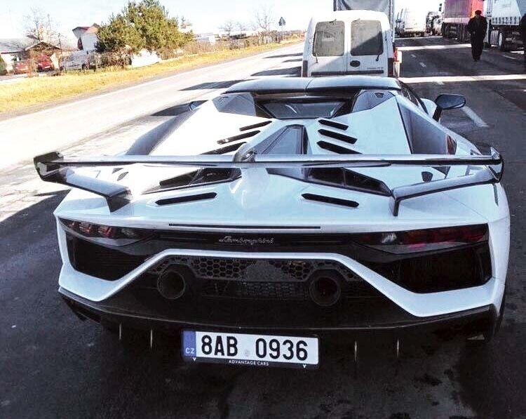 Lamborghini Aventador SVJ Roadster на польсько-українському кордоні