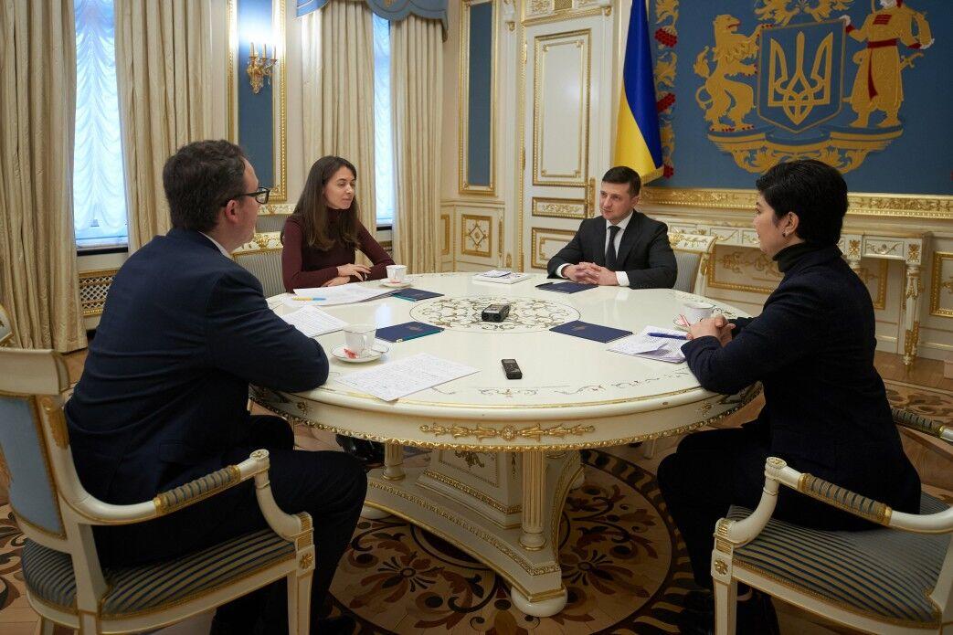 Зеленський зустрівся зі своїм представником у Криму