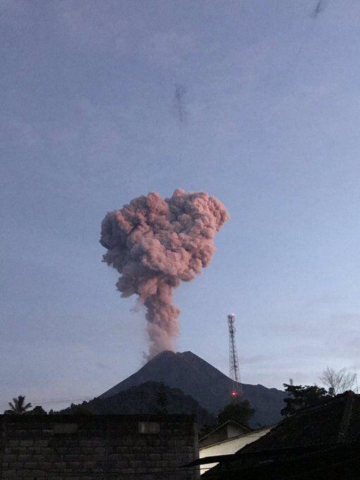 Прокинувся найактивніший вулкан Індонезії