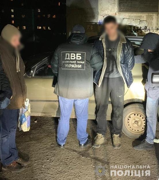 У Миколаєві патрульні спіймалися на збуті наркотиків