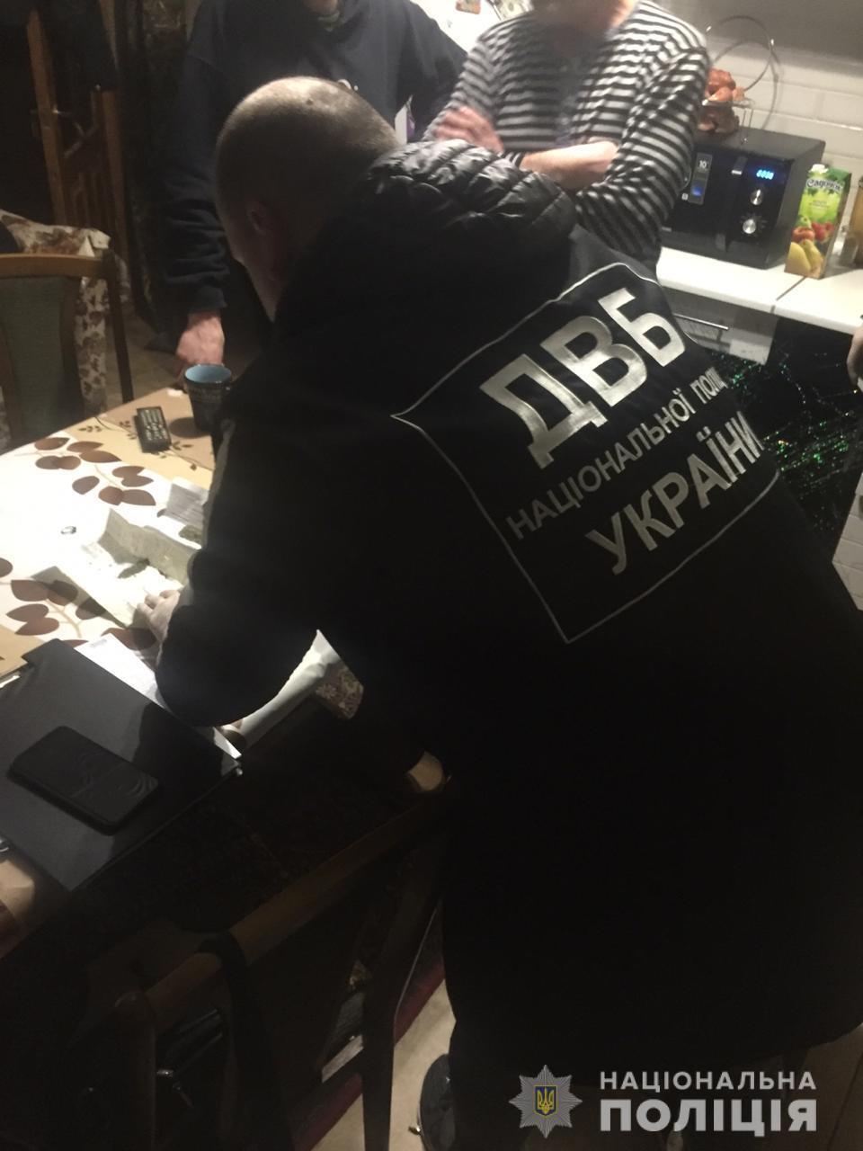 У Миколаєві патрульні торгували марихуаною