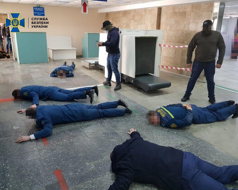 В аэропорту Херсона таможенники вымогали взятки