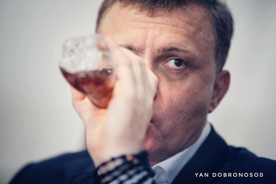 Льовочкін п'є дивну рідину в Раді