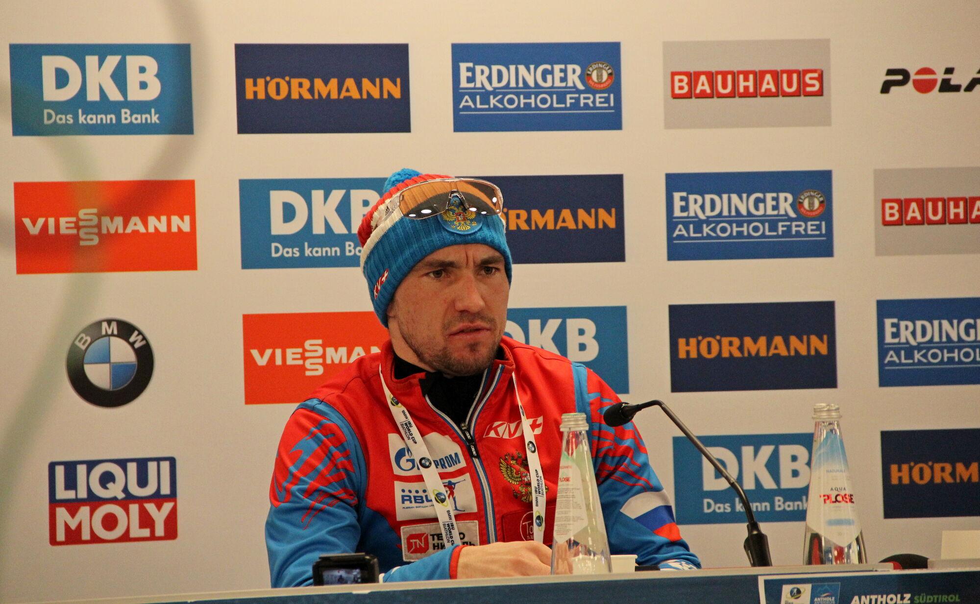 Вираз обличчя Олександра Логінова на прес-конференції говорить багато про що