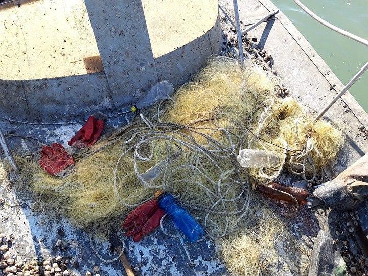 Оккупанты задержали судно с украинцами в Азовском море