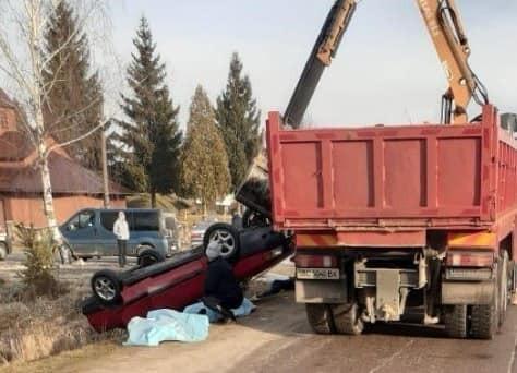 На Львовщине в водоеме нашли авто с четырьмя телами