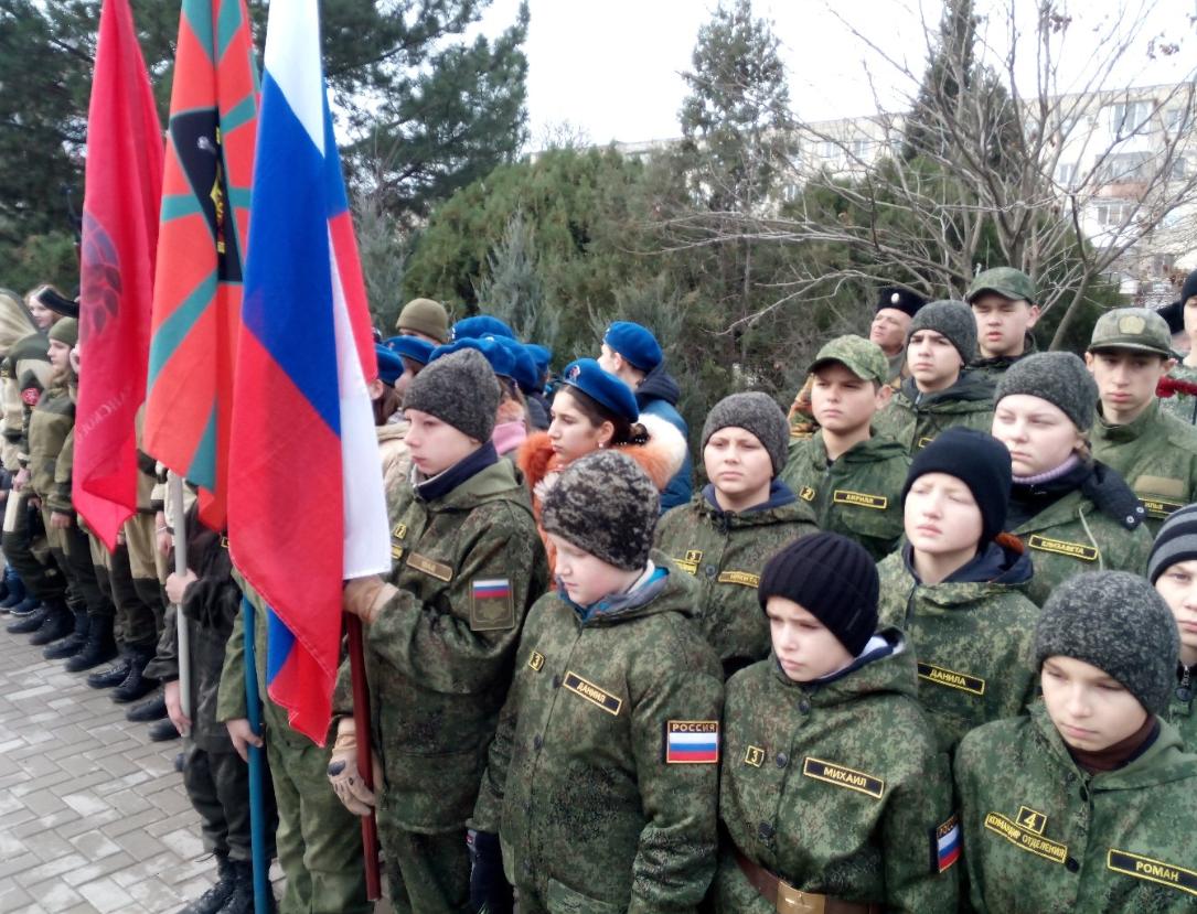 У Криму дітям влаштували свято у військовій формі