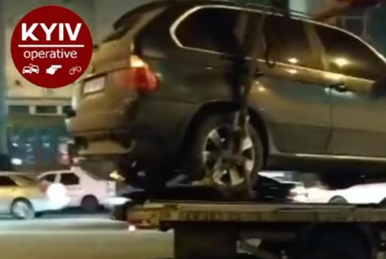 """В Киеве """"хозяин жизни"""" решил проблему на дороге удостоверением"""