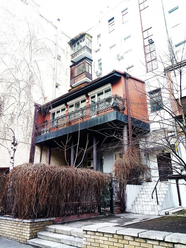 """Фото величезного """"царя-балкона"""" в Києві викликало ажіотаж в мережі"""
