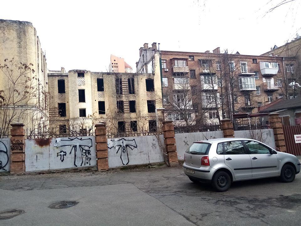 Будинки поруч з