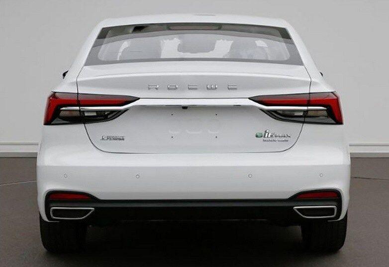 Внешне гибридный Roewe ei6 отличается от стандартной модели шильдиком на багажнике
