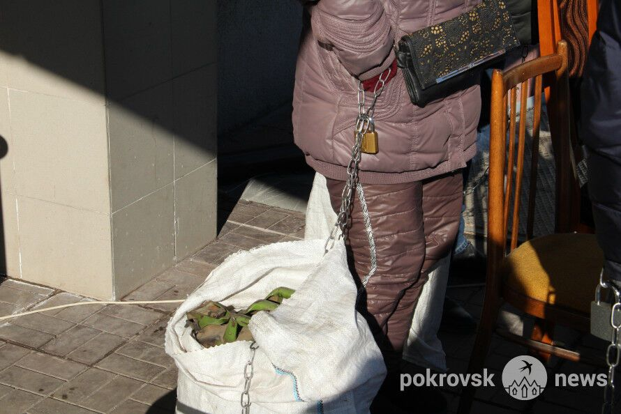 Прикувалися до каністр із бензином: на Донбасі розгорілися протести гірників