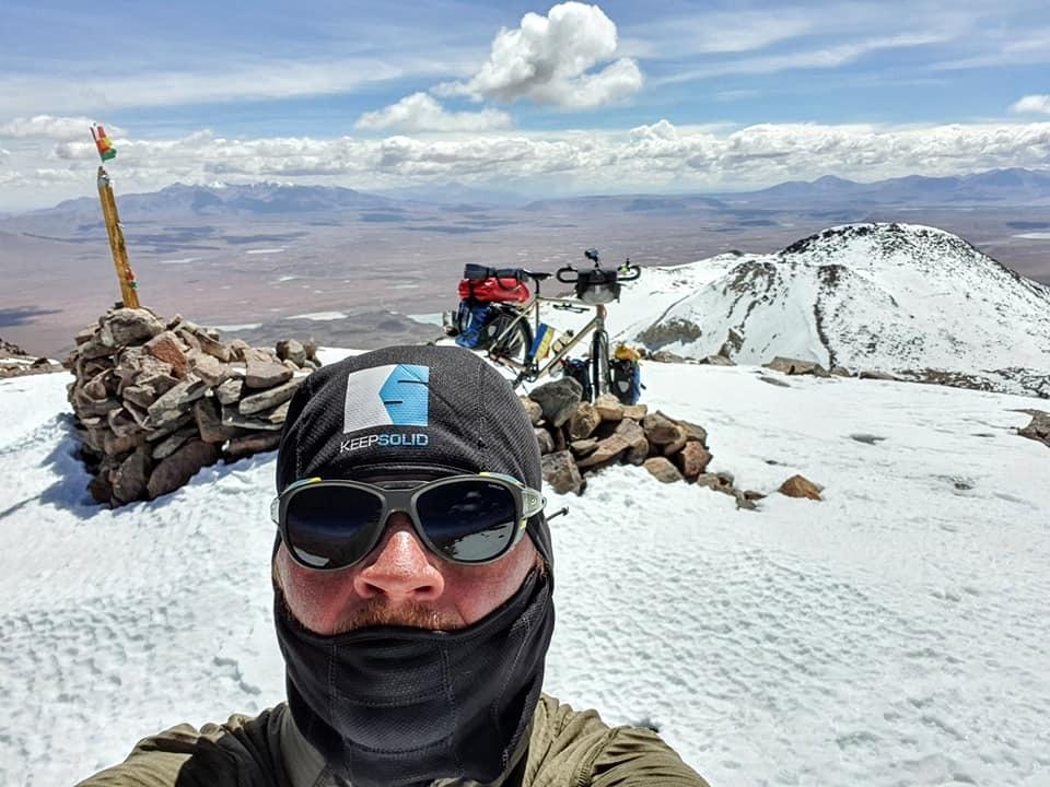 Руслан Верін на велосипеді підкорив вулкан Утурунку висотою 6020 метрів