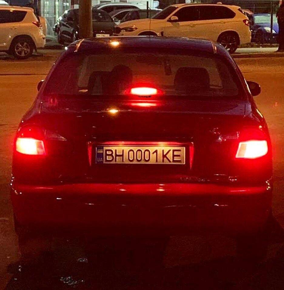 """Daewoo Lanos с номерами """"0001"""": в сети опубликовали забавное фото"""