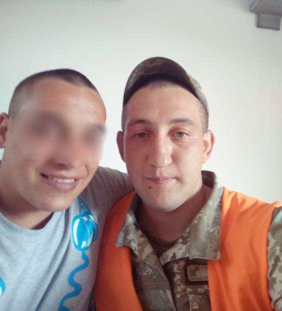 В ДТП погиб Владимир Антоняк (справа). Парень отслужил срочную службу в ВСУ