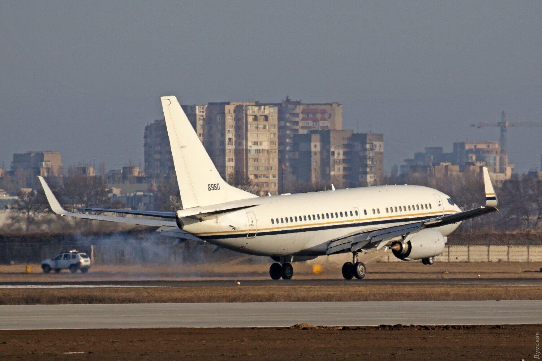В Одесу несподівано прибув військовий американський Boeing