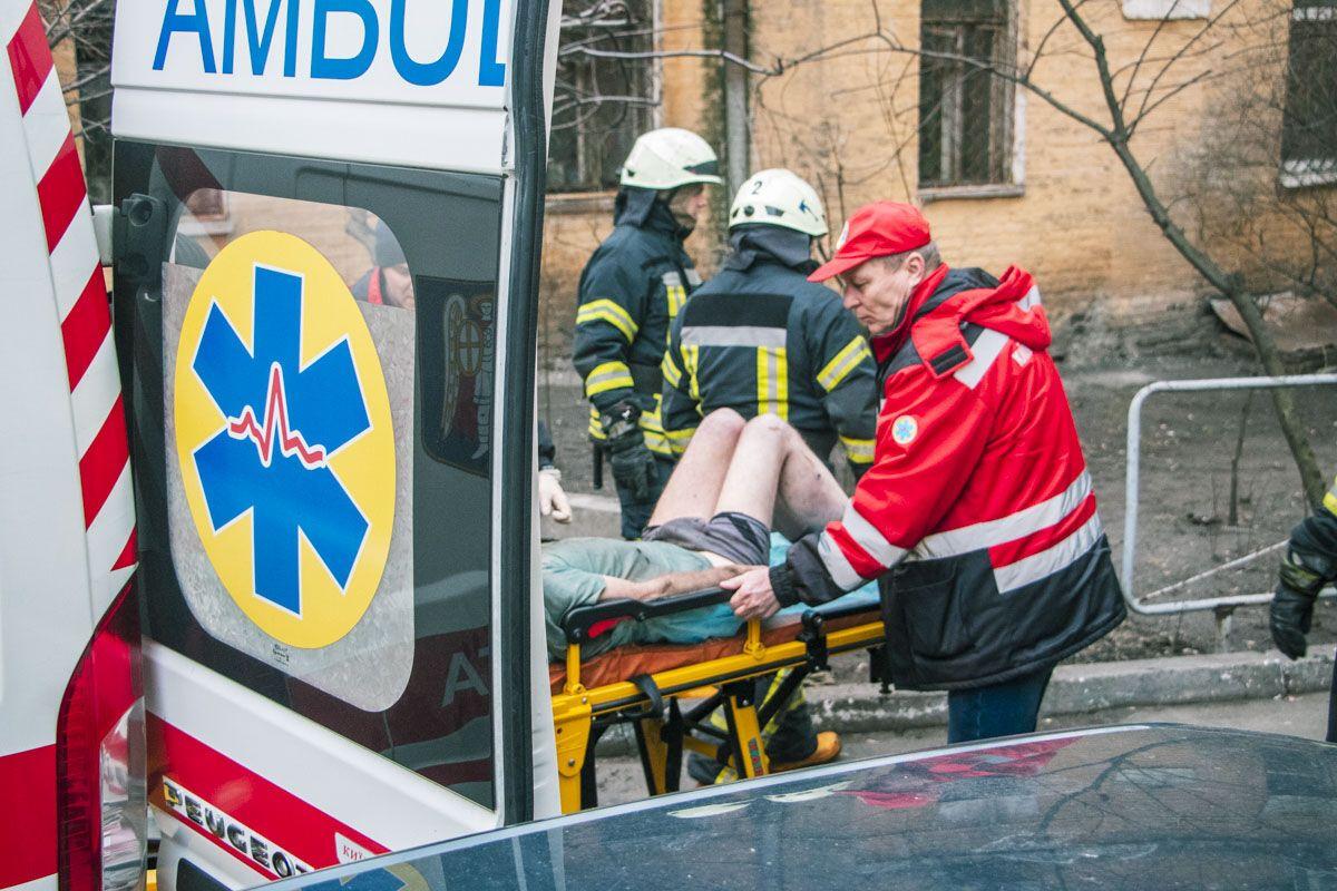 У Києві в підвалі знайшли труп і непритомного чоловіка