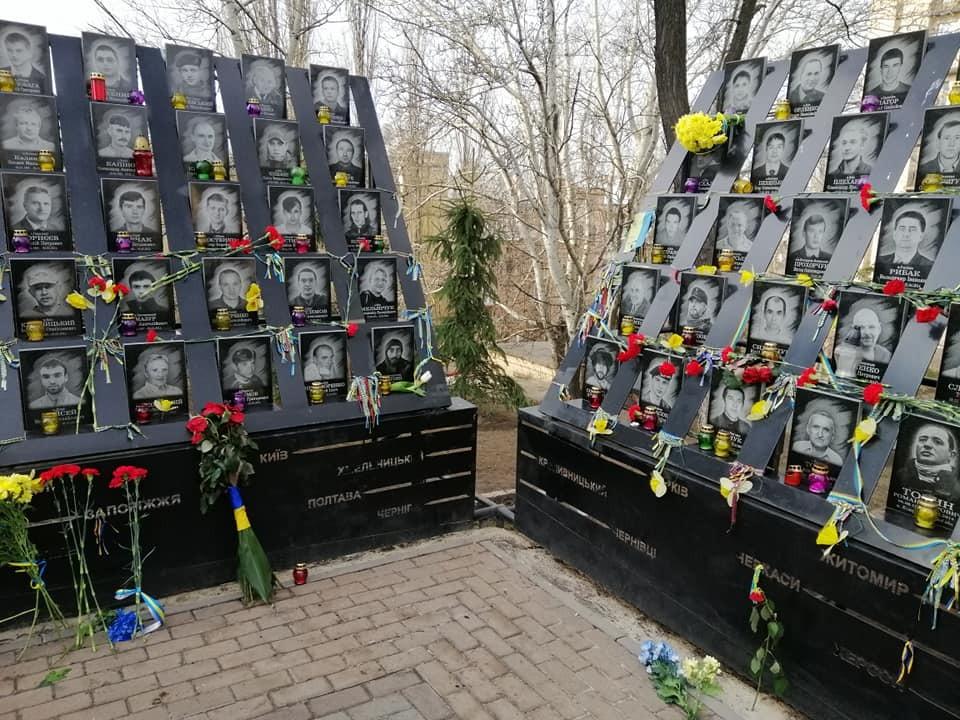 Памятник Героям Небесной Сотни в Мариинском парке