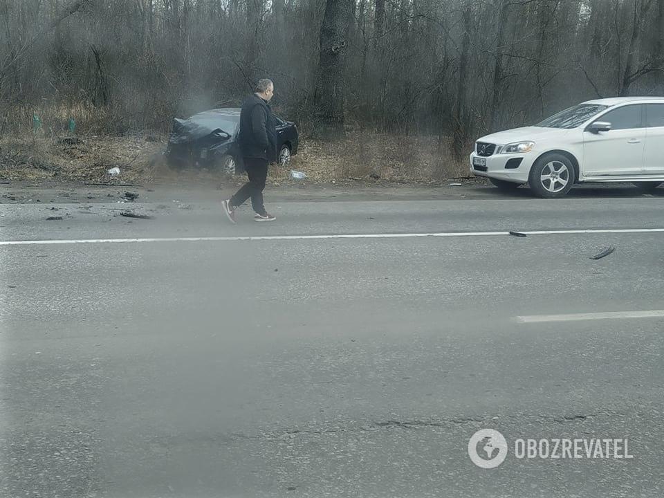 Под Киевом лоб в лоб столкнулись два авто